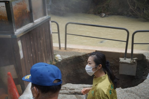2020年7月山形豪雨の被害を視察する加藤鮎子