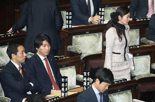 衆院本会議の宮崎謙介と加藤鮎子