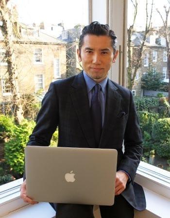 2016年ロンドンの家で取材に応じる本木雅弘